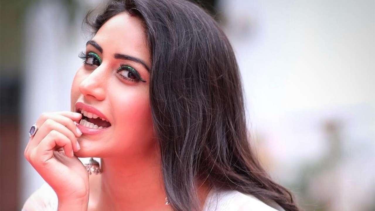 Photo ofSurbhi Chandna