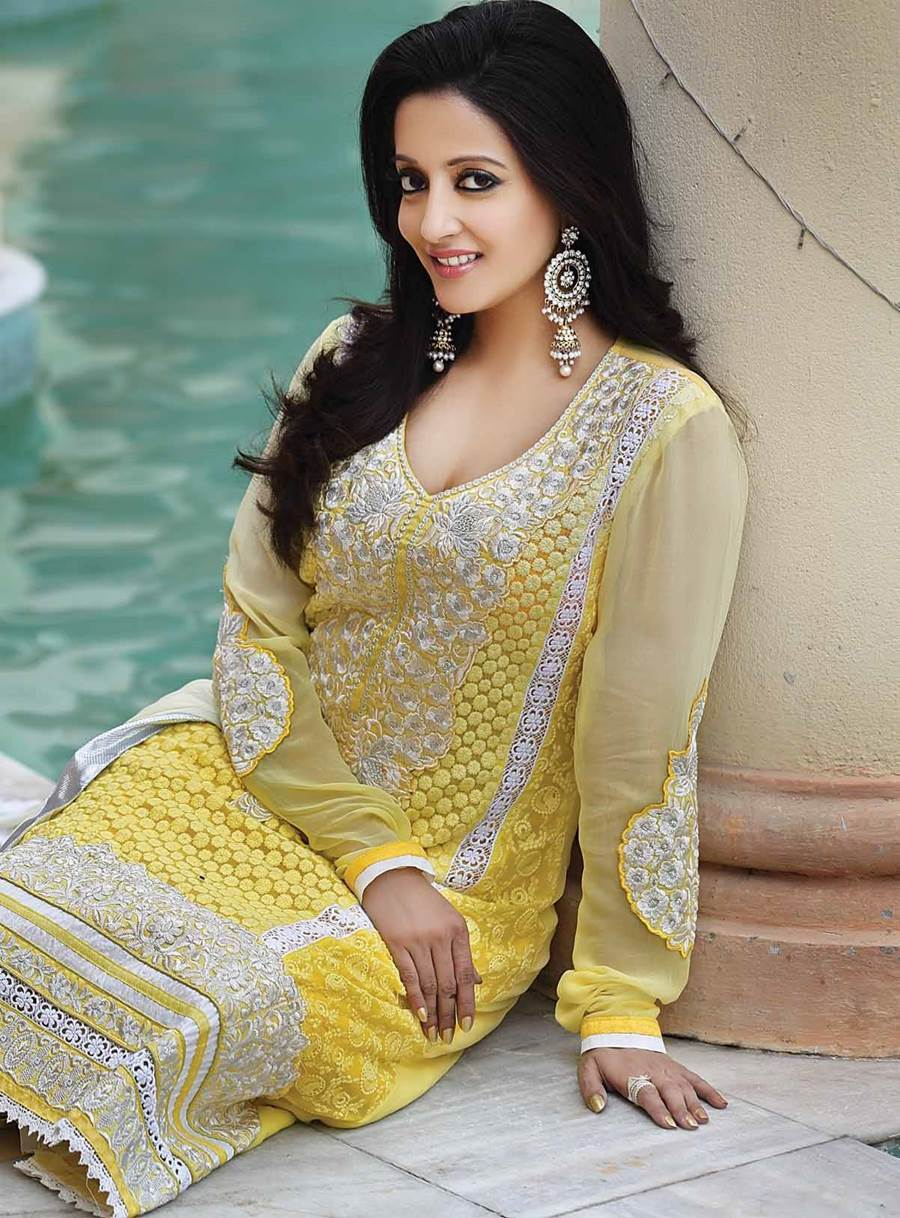 Raima Sen Biography,Birthday,Wiki,Family,Career,Awards and Images
