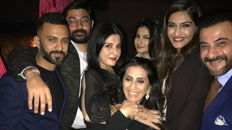 anand ahuja with sonam kapoor and friends