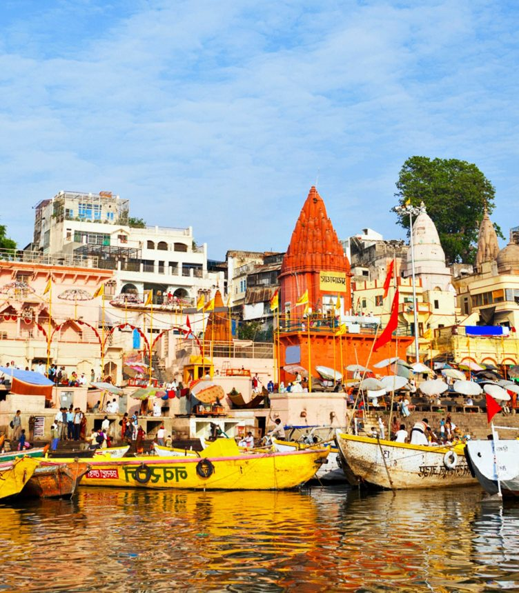 Ghats-on-the-Ganga-in-Varanasi