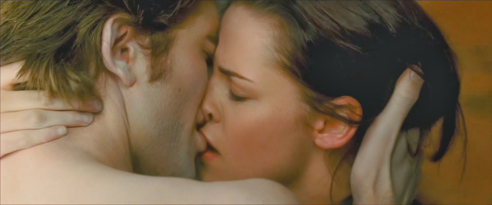 hot kissing image